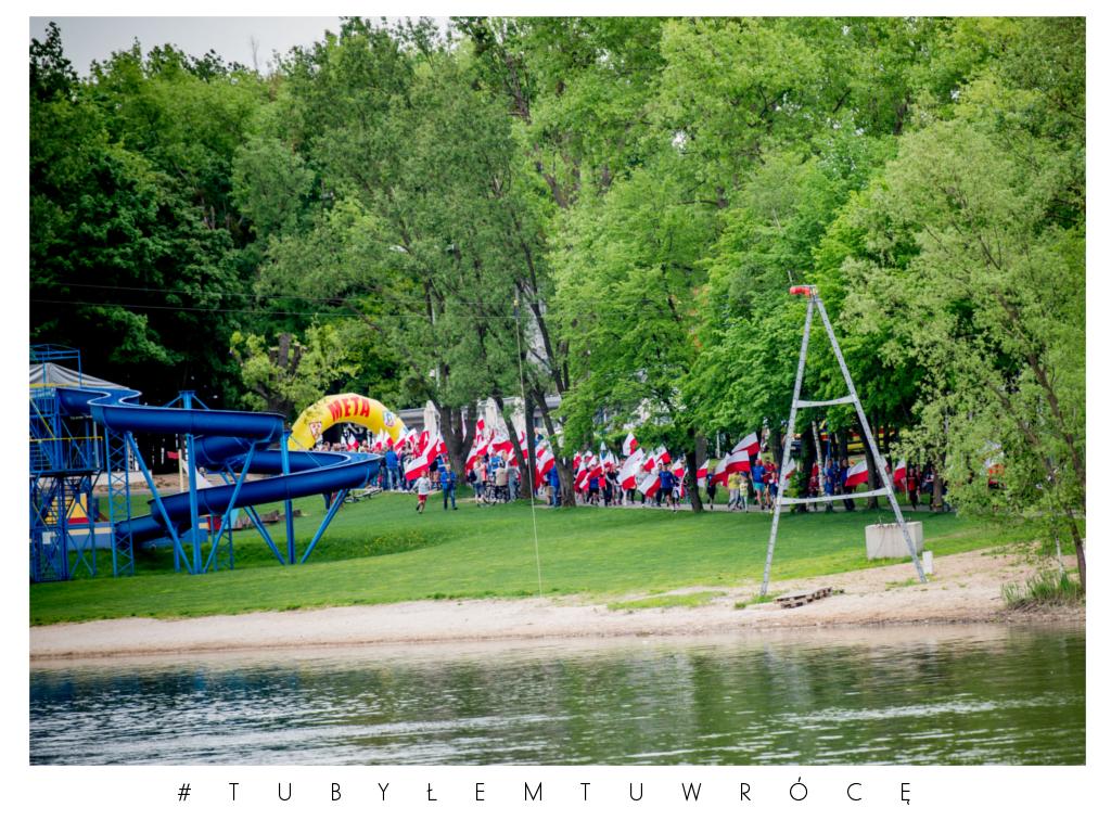 Bieg z flagą na 2 maja - zdjęcie nadesłane przez UM w Środzie Wielkopolskiej