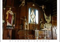 Ołtarz kaplicy w Krzyżówkach - Gmina Koźminek. Zdjęcie nadesłane przez Urząd Gminy Koźminek