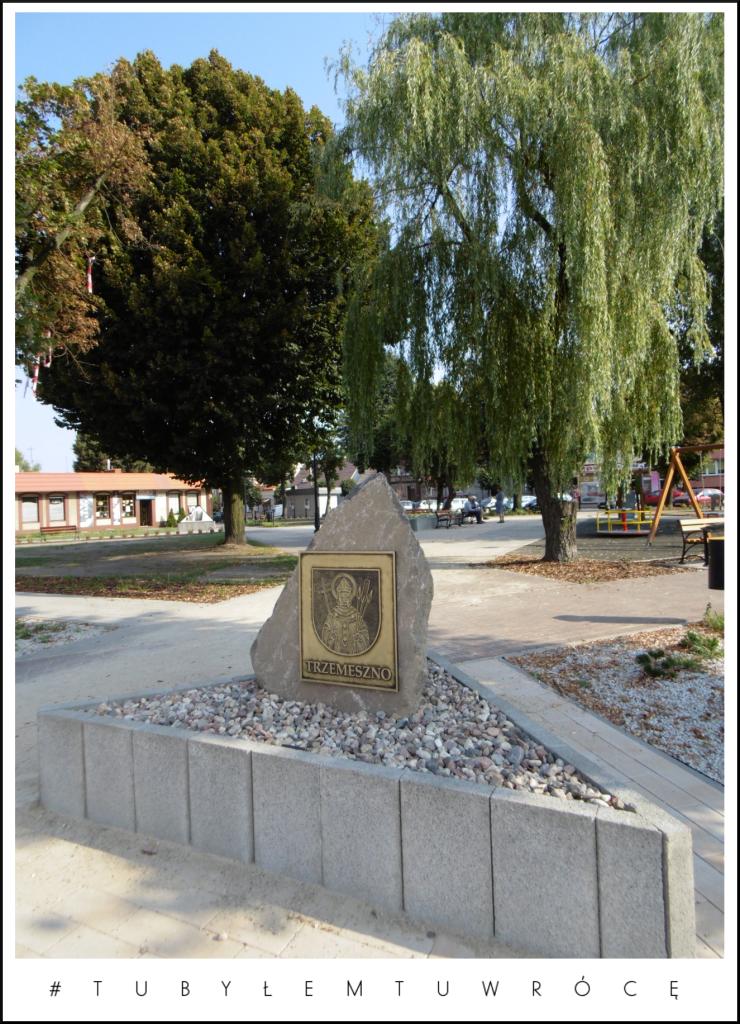 Plac Św. Wojciecha w Trzemesznie. Zdjęcie nadesłane przez Urząd Miejski Trzemeszna