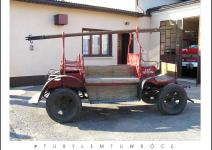 Zabytkowy wóz strażacki w Pietrzykowie - Gmina Koźminek. Zdjęcie nadesłane przez Urząd Gminy Koźminek